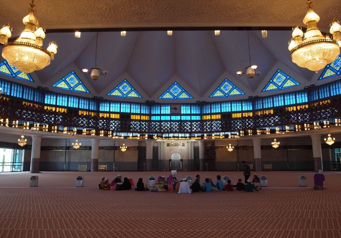 Bönesalen i världens största moské