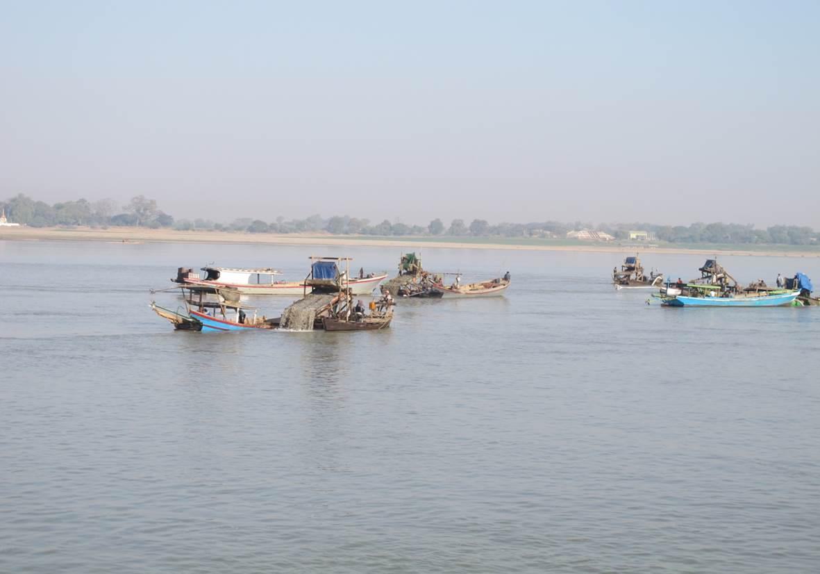 Guldvaskning på floden Ayeyarwady